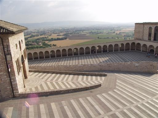 Den storslåede San Francesco kirke i Assisi, vores naboby.