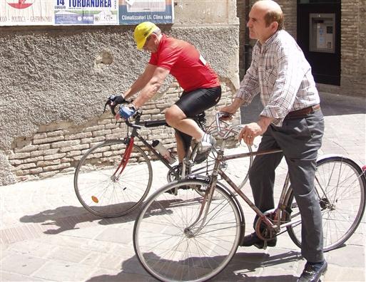 Her i Canara er der både plads til den lokale cyklist og til den danske motionist.