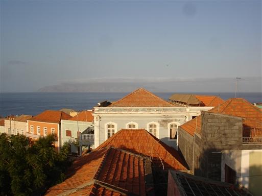 Sao Felipe med øen Brava i horisonten.