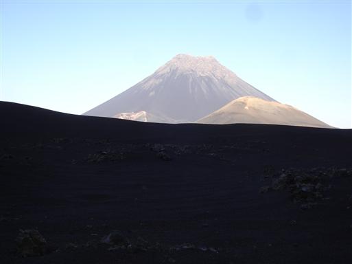 Pico do Fogo i eftermiddagslys.