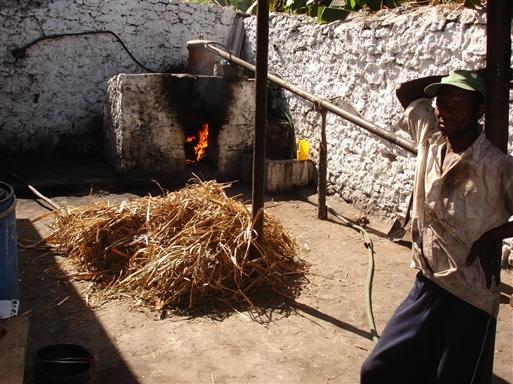 Destillering på gammeldags facon.