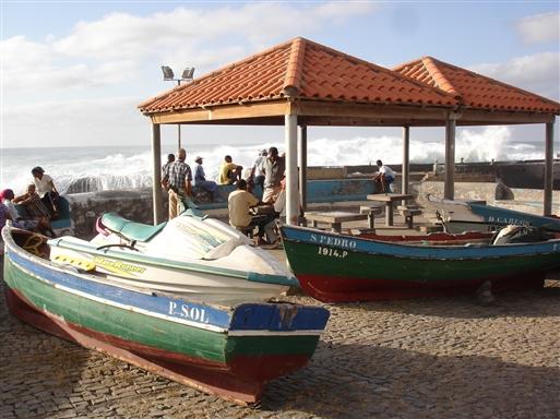 """Fiskere på """"stand by"""" i Ponta del Sol."""
