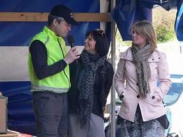 Præmiesponsor Camilla Lund Holm fra Missya interviewes af løbskoordinator Lars Rask Vendelbjerg. Foto: Jens Jørgen Jensen.