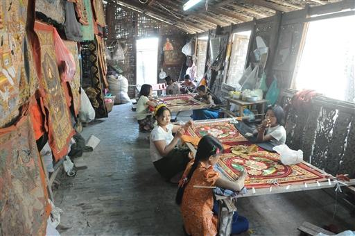 Burma er rig på kunsthåndværk af enhver art.