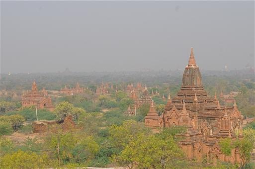 Aftenstemning - udsigt fra en af Bagans pagoder