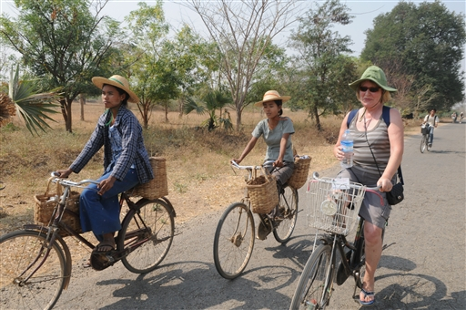 Cykeltur sammen med burmeserne