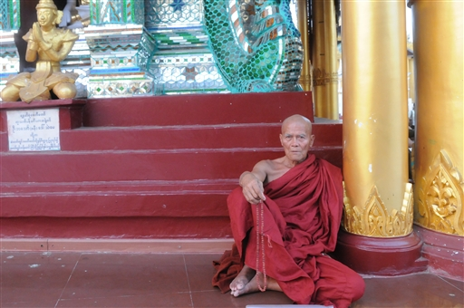 Munk ved Shwedagon