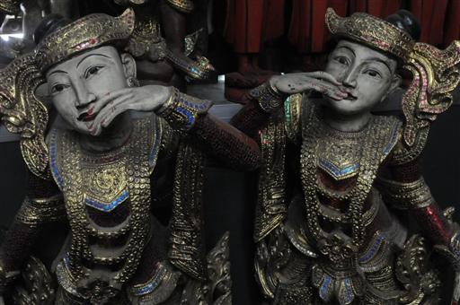 Håndskårne dukker til dekoration og spil