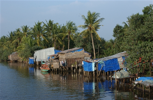 Mange bor særdeles primitivt, men ingen magler mad (fisk)