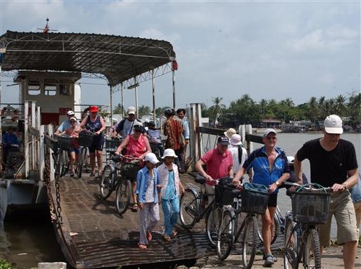 Hundreder af små færger forbinder landsdele.