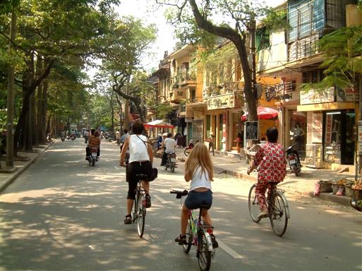 En usædvanlig stille gade i Hanoi.