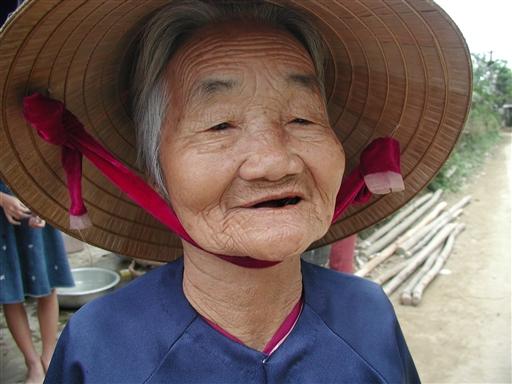 En smuk dame, der har oplevet lidt af hvert i et langt liv.