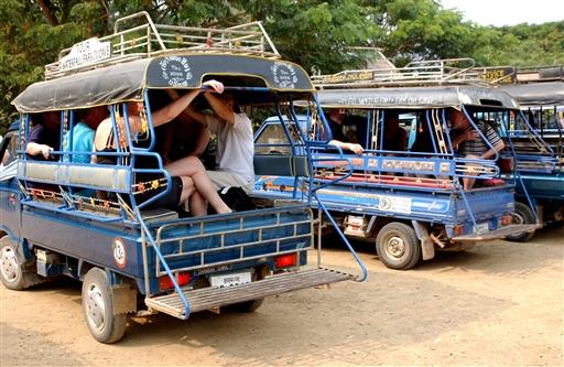 De små tuktuk rutebiler er fine alternativer til cyklen
