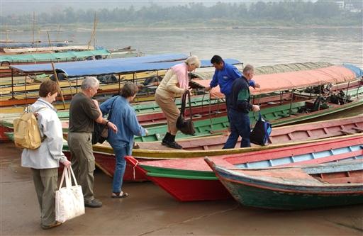 Fine små færger til den anden side af Mekong.