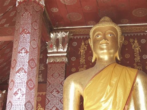Gyldne buddhaer ses overalt i pagoderne
