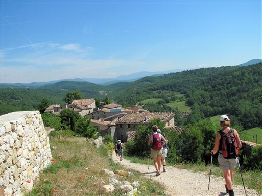 Vandring til den charmerende landsby Opedette