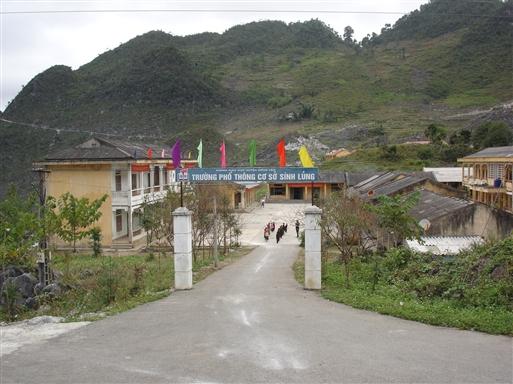 Morgensamling i kommuneskolen i Ha Giang