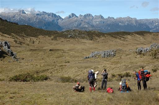 Åbne vidder og betagende udsigter - og Carstensz Pyramide i det fjerne!