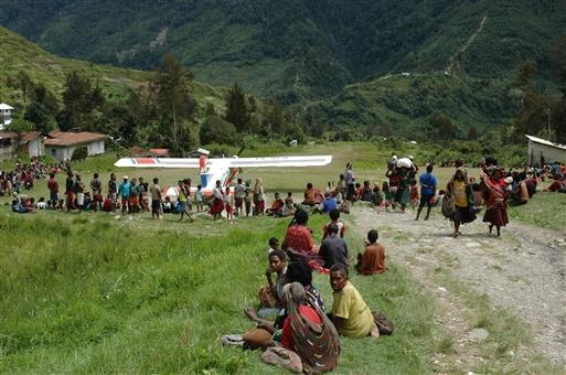 En af de mange små landingsbaner ud til de afsidesliggende landsbyer
