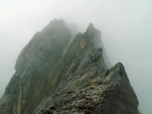 Næsten på toppen kigger vi ned af topkammen, hvor vi kommer fra - og hvor den næste er på vej... (Foto: Henrik Olsen)
