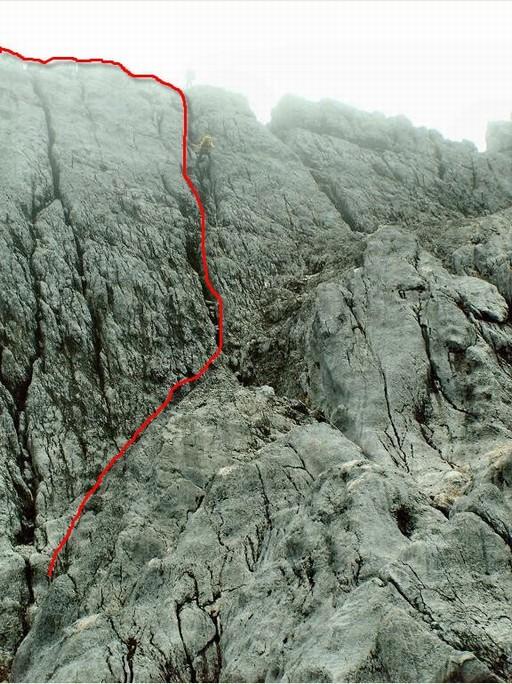Der er en hel del rapelling, når man skal ned fra toppen, hvor vi følger de store revner i klippen (Foto: Henrik Olsen)