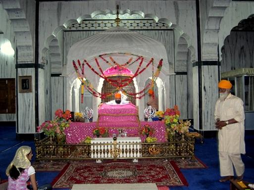 Aftenceremoni i Sikh templet – Pushkar