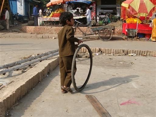 Dreng i Delhi med