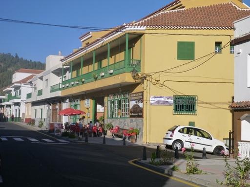 På Tenerife overnattes i en mindre by ved vulkanens fod
