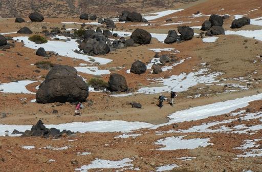 Vandring blandt klippeblokke fra vulkanen - kendt som Teides 'æg'