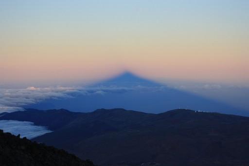 Solnedgangen fra Alta Vista byder på skyggebillede af Teides top