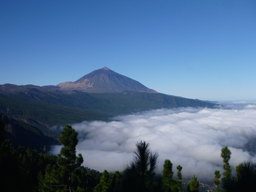 Spaniens højeste bjerg, Pico de Teide (3.718m) ligger på Tenerife