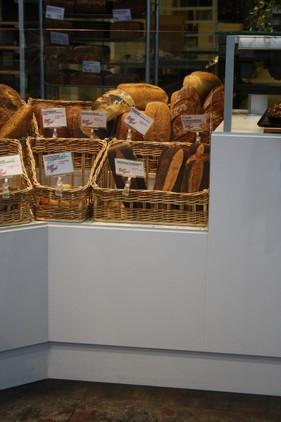 Kurve i naturfarve går godt i spænd med brødet.