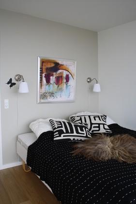 Soveværelset gøres mere hyggeligt og indbydende.