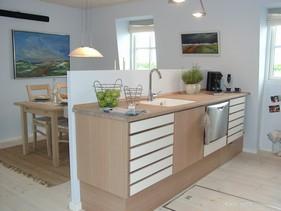MultiForm Eg og hvid køkken.