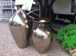 """Flotte krukker/vaser i hamret """"sølv/krom"""" i 2 størrelser - 54cm kr. 399,- og 40cm kr. 249,-."""