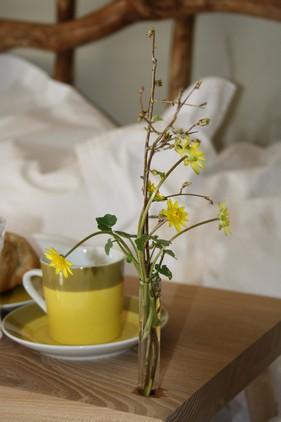 'God-morgen bakken' i den rustikke seng, med det lækre sengetøj, fra GJD