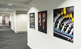 Fotografierne af Jørn Deleuran måler ca. 90x90 cm, og er monteret på en 3 mm aluplade