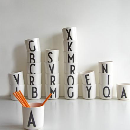 Design Letters Melamin Børnestel kop
