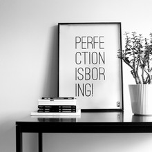 Froh und Frau Perfection is Boring Plakat