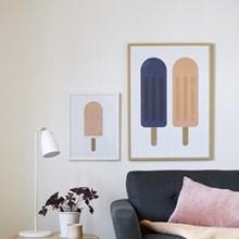 Froh und Frau 2 Popsicles Plakat