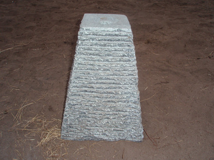 Pyramide mørkgrå H 30cm B 20cm Udgår