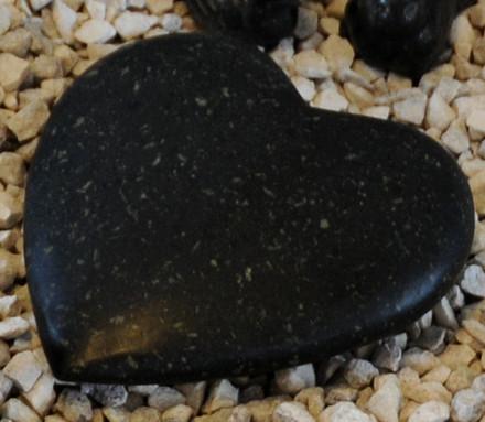 Sort granit pyntehjerte (Gr. 815)