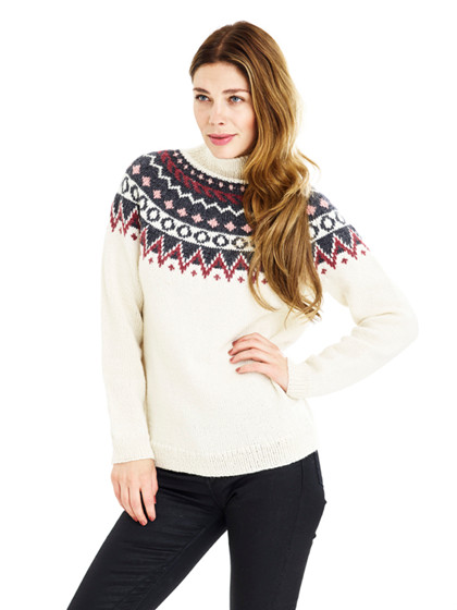 Sweater med nordiske borter