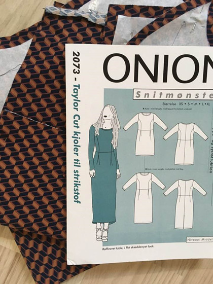 ONION 2073 - Taylor cut kjoler i jersey