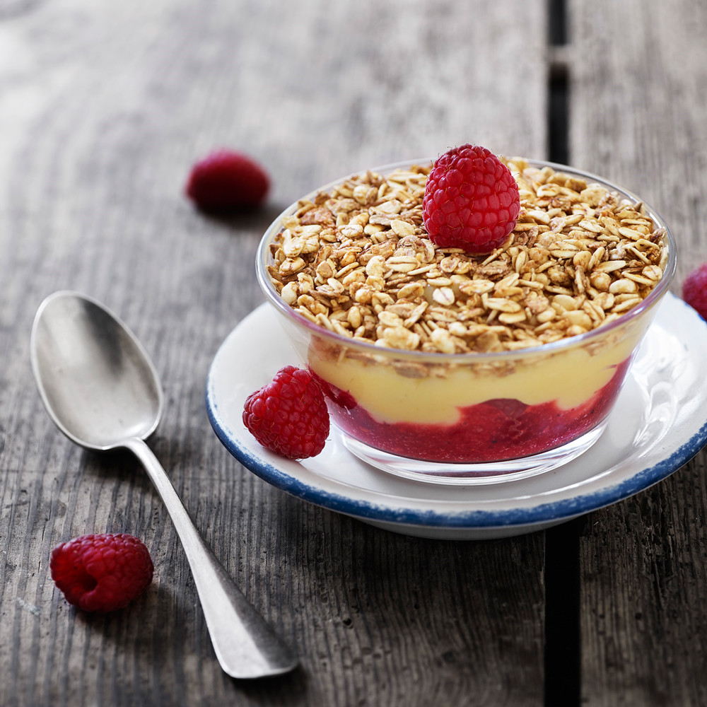 Berry trifle with crunch