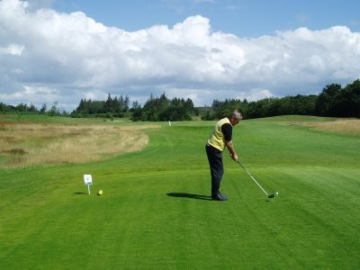 Sebber_Kloster_Golfklub_Hul_1_tee_golf_aalborg_nordjylland_camping_golfbaner_campingpladser.jpg