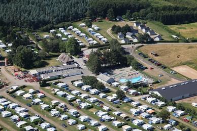 Hyttebyen, Sv�mmeland, 800m2 Aktivitets rum! Der er mange muligheder p� Carlsberg Camping.