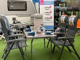 De flotte letvægtsstole fra Westfield samt Honeycomb-bordet - ligeledes fra Westfield
