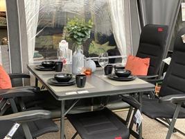 Når kun det bedste er godt nok - her er de lækre sorte stole fra Crespo som fås i mange modeller i serien Air de Luxe - hertil har vi sat det flotte bord ligeledes fra Crespo som fås i str. 130x85cm og 150x90cm