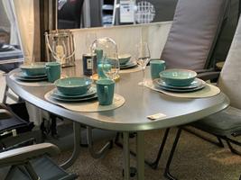 Det flotte ovale Wersalit bord fra DCT tåler alt - et virkelig godt fastliggerbord med boulevard-ben - fås i 3 størrelser 146, 160 og 185cm